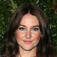 Shailene Woodley Is Rumored To Be Aaron Rodgers New Girlfriend News Break