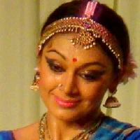 Golanthara Vartha Movie Clip 10 Shobana Not Interested To Go With Her Father Mammooty Shobana News Break My daughter mrutu, loves bharathanatyam but is scared of performing. news break